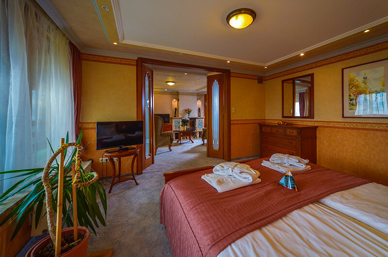 Superior danube suite bedroom